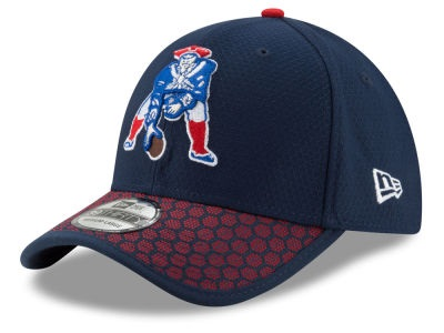 new concept 816ea 2270d New England Patriots 2017 Official NFL Sideline Classic Logo Navy New Era  39THIRTY Cap