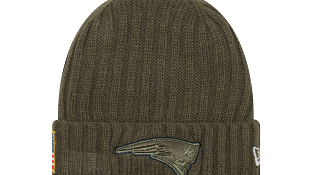 497c4d4370fd00 NEW ENGLAND PATRIOTS NEW ERA NFL ON-FIELD COLLECTION SALUTE TO SERVICE KNIT